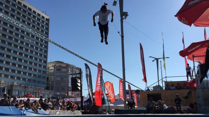 slackline en vigo street stunts