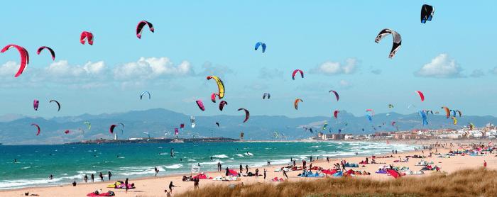 hacer kitesurf en tarifa